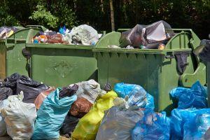 Detienen a niñera en New Haven por arrojar a bebé a contenedor de basura