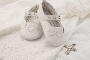 4 estilos de zapatos de niña y niño para usar como vestuario de bautizo