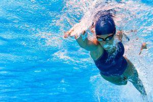 ¿Es verdad que hace mal nadar después de comer?