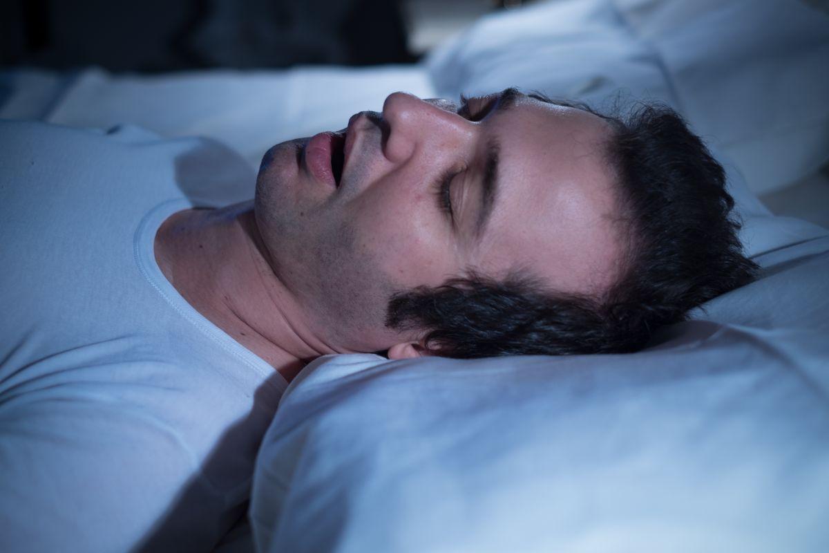 ¿Mis problemas para dormir profundo pueden ser consecuencia de la apnea?
