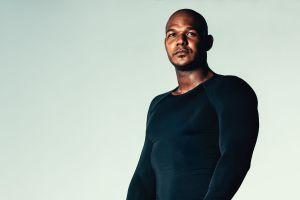 ¡Para esconder la barriga! Las 5 mejores camisetas de compresión para hombres por menos de $30