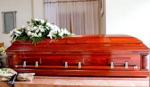 Sacan a joven muerto de ataúd porque su familia no tenía dinero para pagar su funeral