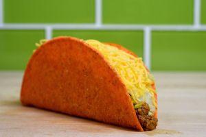 Taco Bell te da GRATIS una chalupa, un burrito, un taco y un rollo de canela