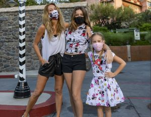 Felices y plenas, Geraldine Bazán y sus hijas gozaron al máximo de Disney World