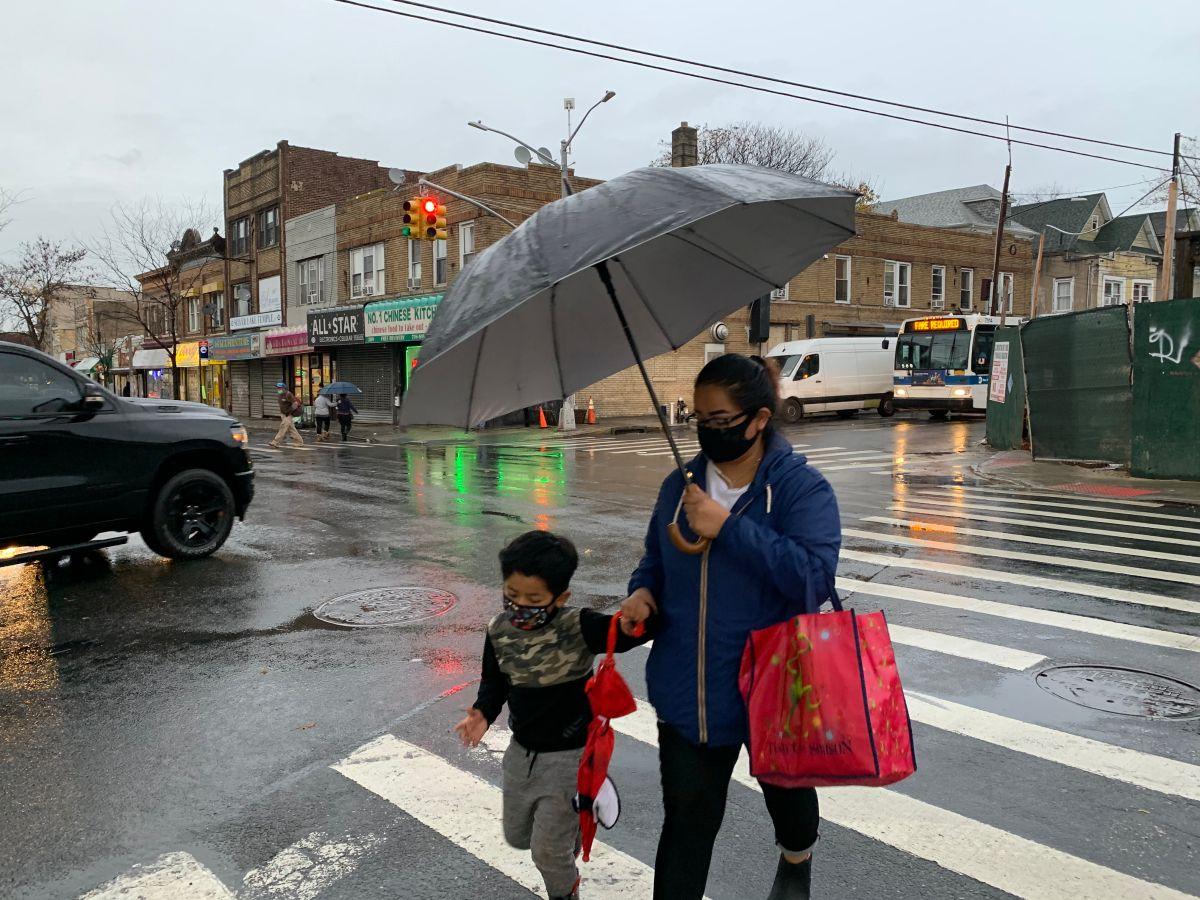Padres piden no cerrar escuelas en NYC si contagios de COVID-19 siguen bajos dentro de los planteles