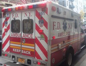Anciana murió y esposo grave tras choque en Nueva York; conductor adolescente huyó