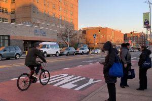 Adolescente hispano fue abatido frente a restaurante en Queens a plena luz; sospechan narcotráfico