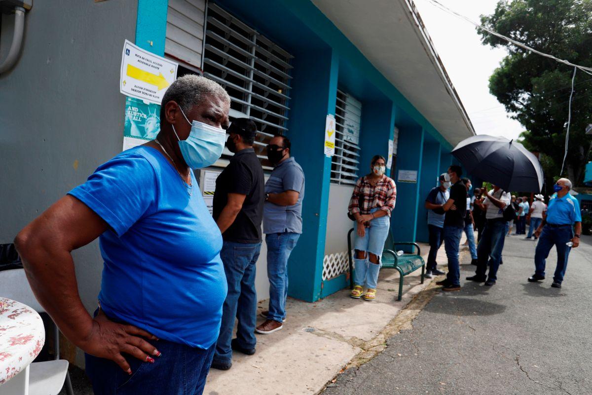 Cierran colegios de votación en Puerto Rico; algunos electores esperaron hasta tres horas para sufragar
