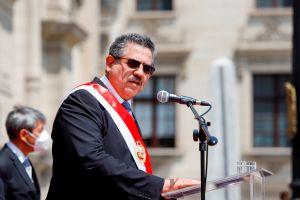 Manuel Merino cede a la presión y presenta su renuncia a presidencia de Perú