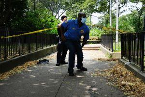Un muerto y seis heridos deja tiroteo durante fiesta en Brooklyn y mayoría de víctimas son menores