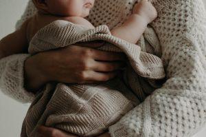 Cómo evitar enfermarse de toxoplasmosis durante el embarazo: podría generar ceguera y deficiencia mental en el bebé