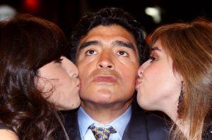 La investigación continua: Fiscalía cita a las hijas de Maradona a declarar por la muerte de su padre