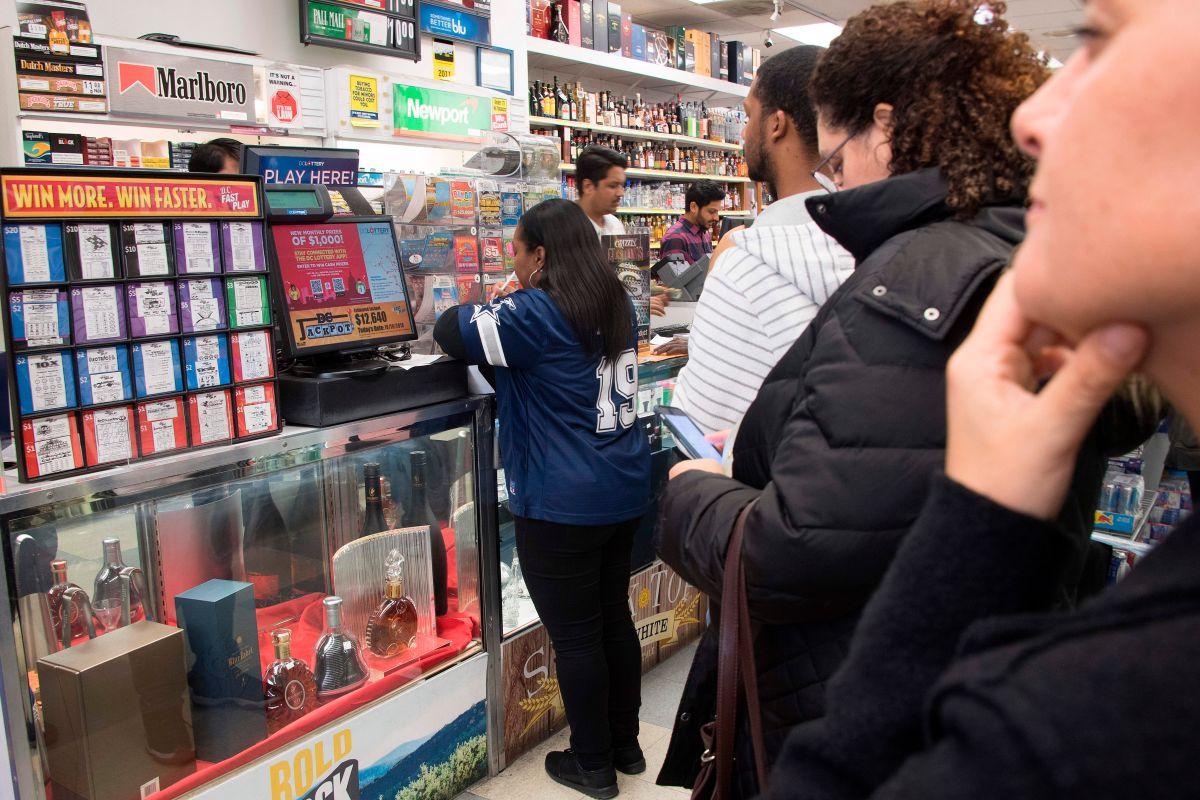 Un grupo de jóvenes comparten un secreto y obtienen más de $6 millones de dólares al descubrir cómo ganar la lotería