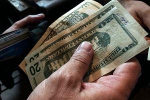 ¿Cuáles son los estados que comenzaron a pagar los $300 dólares extra semanales de beneficios de desempleo?