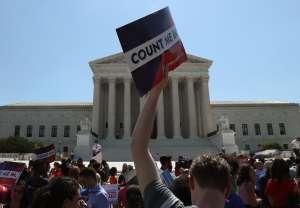 Corte Suprema podría rechazar plan de Trump de excluir a indocumentados del censo