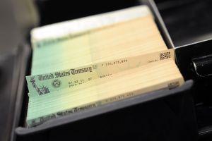 ¡Ya puedes usar la nueva herramienta en línea del IRS para reclamar tercer cheque de estímulo que no te ha llegado!