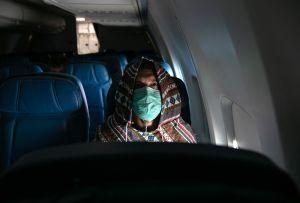 Mayor espacio para los viajeros: Delta anuncia que dejará libre el asiento de en medio en sus vuelos hasta el 30 de marzo