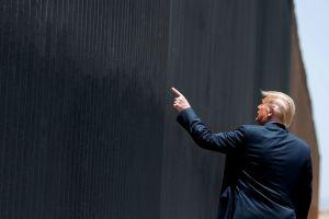 Trump no quita el dedo del renglón: visitará el muro fronterizo en Texas
