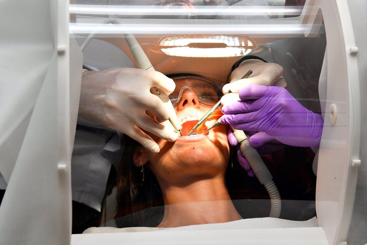 Caída de dientes, nuevo posible efecto secundario del coronavirus