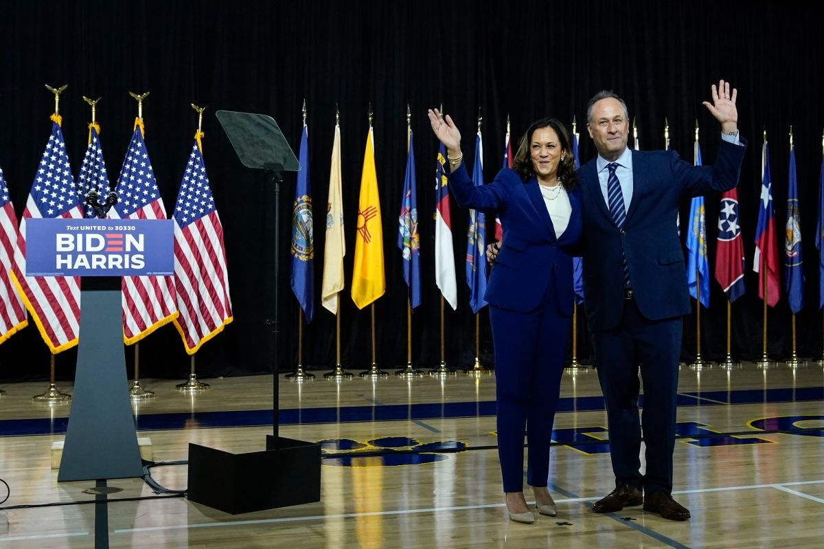 La foto viral del esposo de Kamala Harris al felicitarla por ser electa la primera vicepresidenta