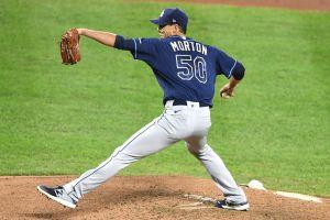 Los Braves firman a Charlie Morton, quien llevó a los Rays a la Serie Mundial este 2020