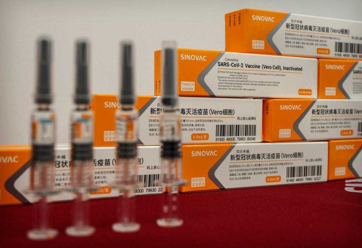 Suspenden pruebas de la vacuna china contra el coronavirus en Brasil; un voluntario murió