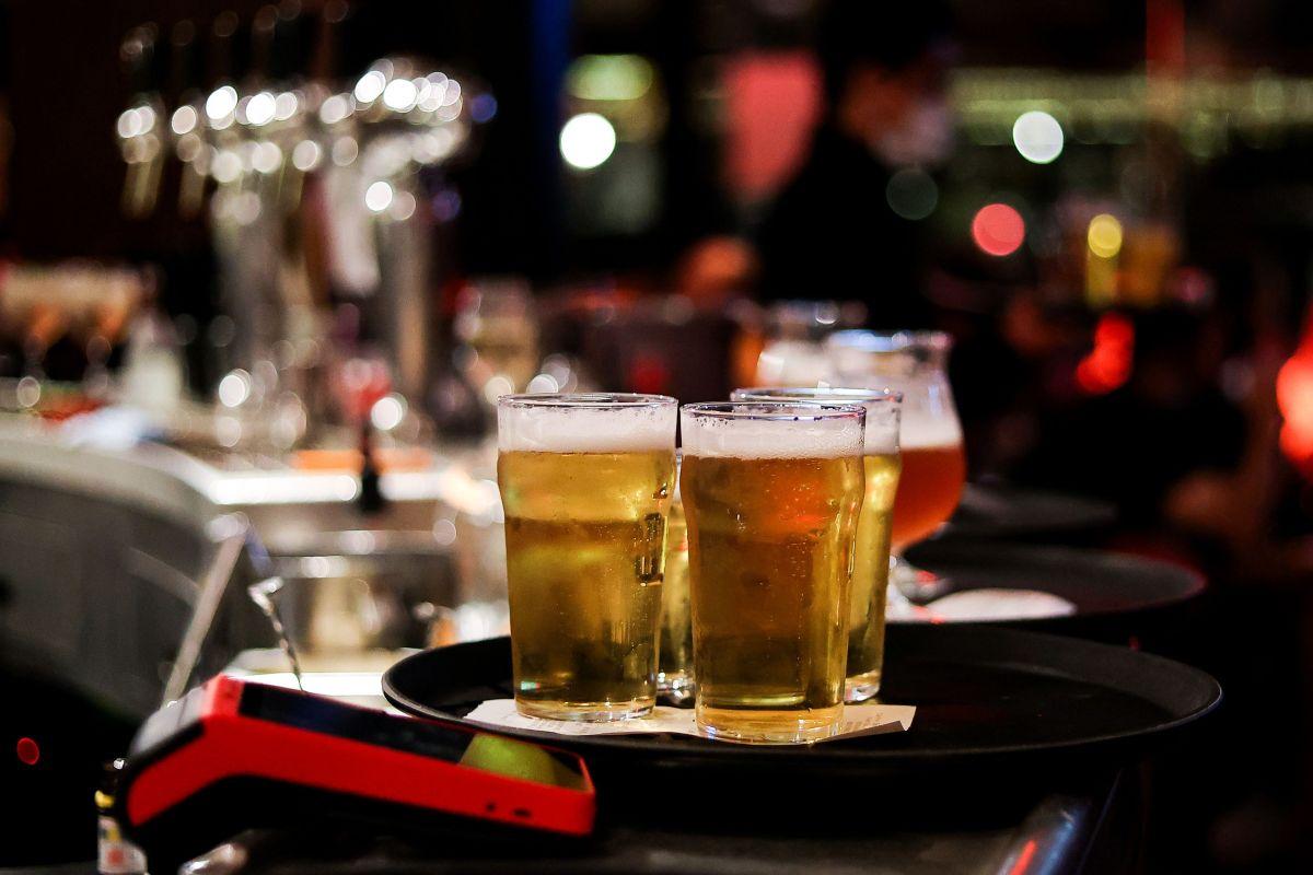 Alcohol y comida chatarra fueron los alimentos predilectos durante la noche de la jornada electoral en Estados Unidos