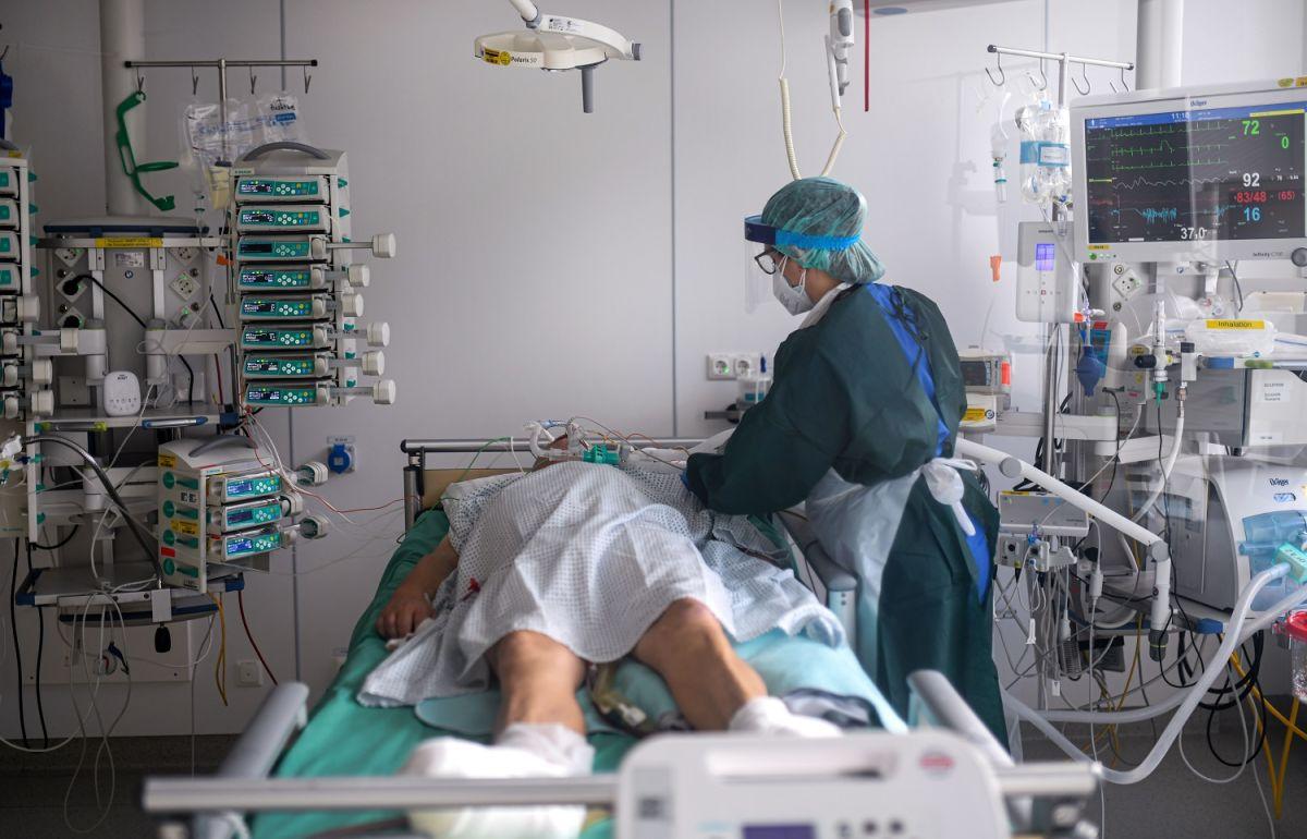 Médico acusado de aplicar inyección letal a pacientes con coronavirus grave