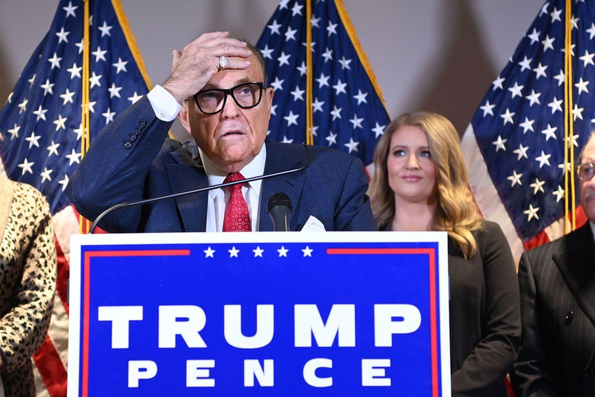"""Rudy Giuliani enfrenta demanda multimillonaria de empresa Dominion por difamación acerca de """"fraude electoral"""""""