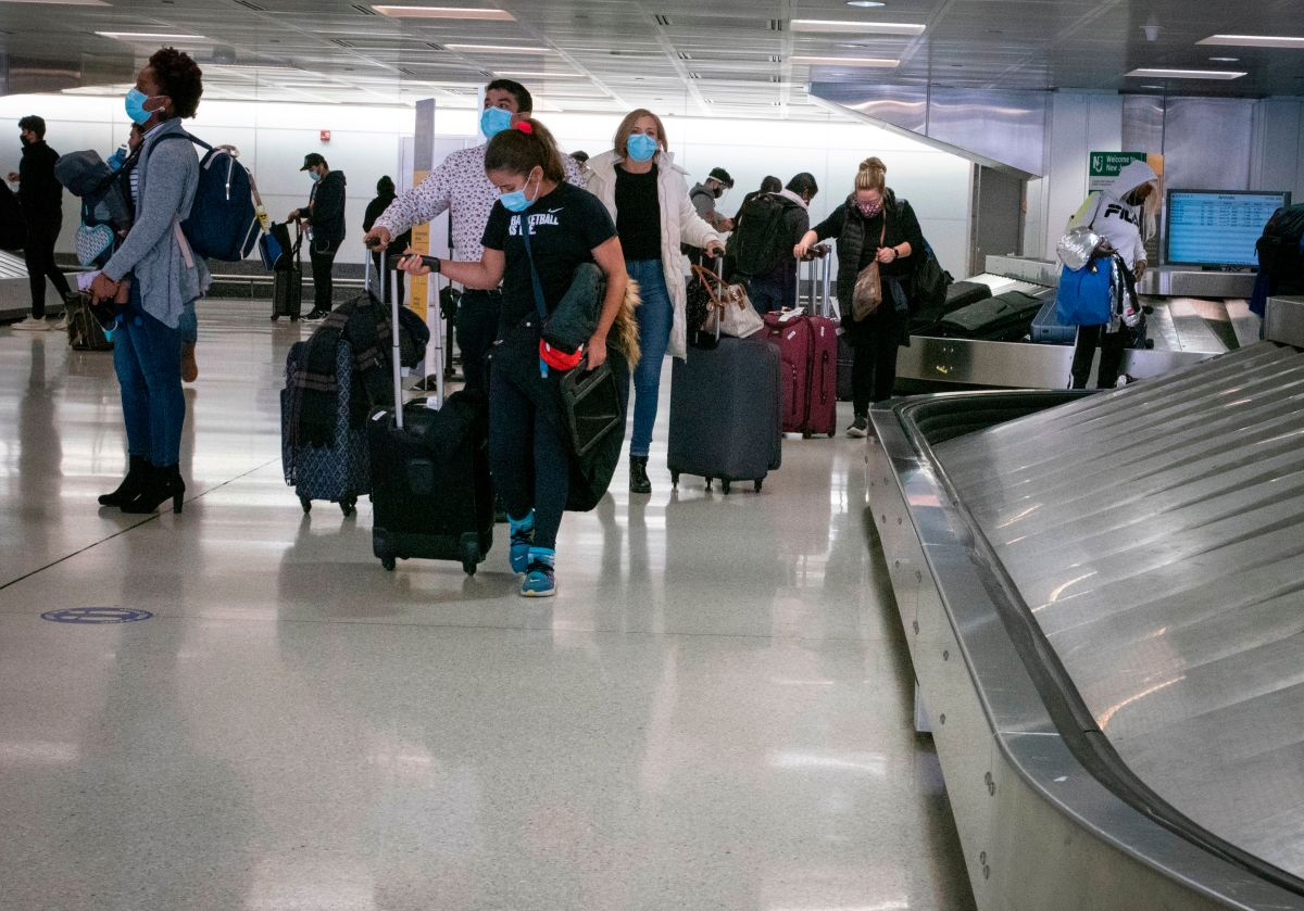 More than 1 million people flew in the United States this Friday despite the CDC's warning to avoid travel due to coronavirus