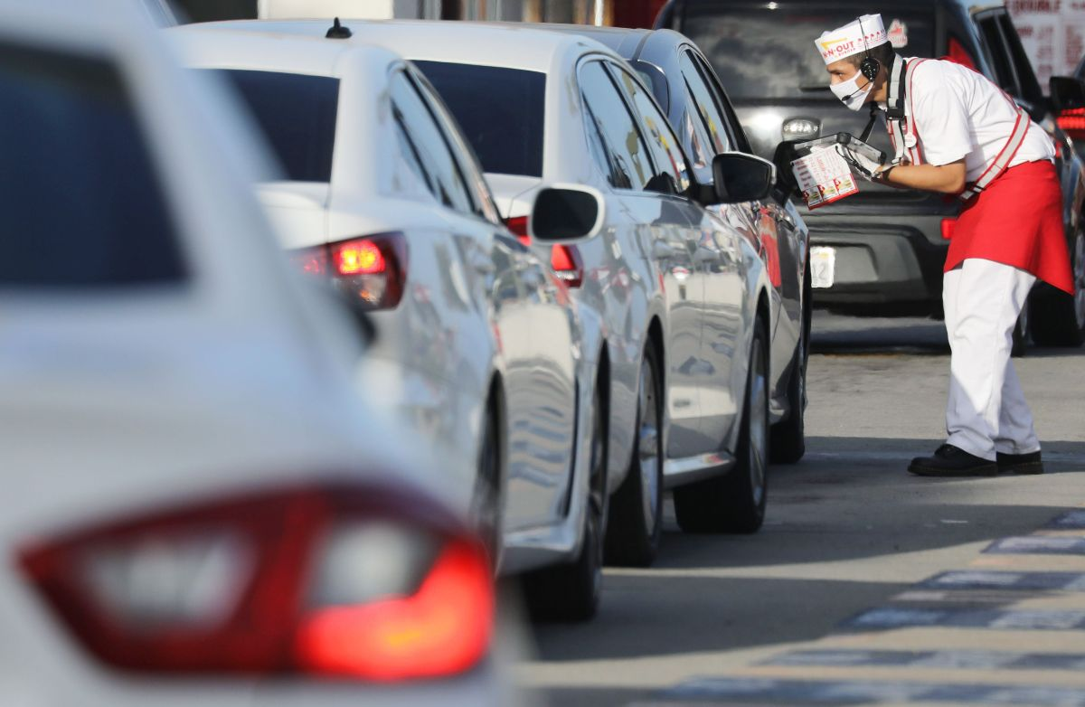 Colorado Springs motorists wait up to 14 hours in line at an In-N-Out restaurant drive-thru