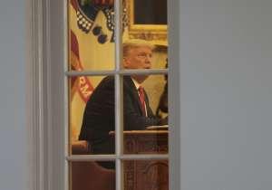 Imagen de camión de mudanzas en la Casa Blanca se hace viral en redes como Twitter