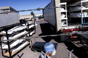 En El Paso, Texas, ofrecen $27 la hora por mover cuerpos de muertos por coronavirus; también activan la Guardia Nacional