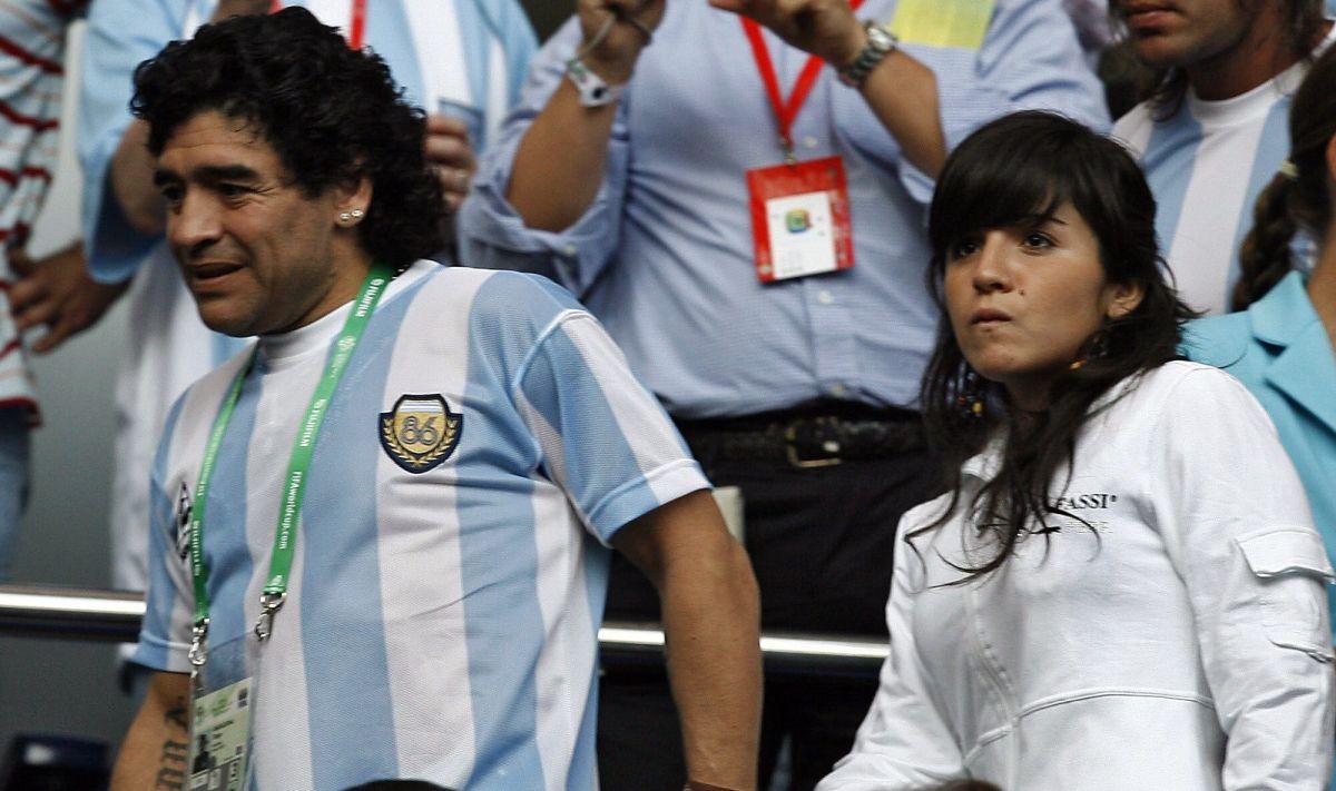 La impactante publicación de la hija de Maradona en Instagram minutos antes de la muerte de su padre