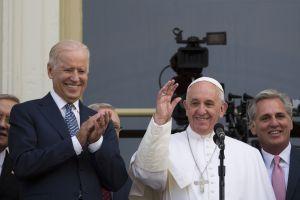 Joe Biden habló con el Papa Francisco; será el segundo católico en asumir la Presidencia
