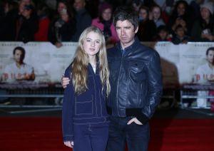 Las fotos en lencería de Anaïs Gallagher, hija de Noel Gallagher, para la nueva campaña de Bluebella