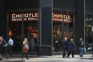 Cerraron un restaurante mexicano Chipotle en Manhattan: ratas mordieron a empleados latinos