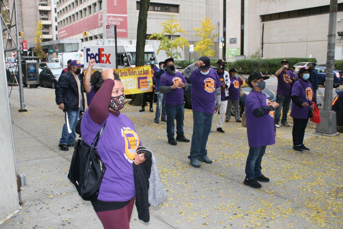 Ante segunda ola de COVID-19 en Nueva York trabajadores esenciales empiezan a exigir más protección