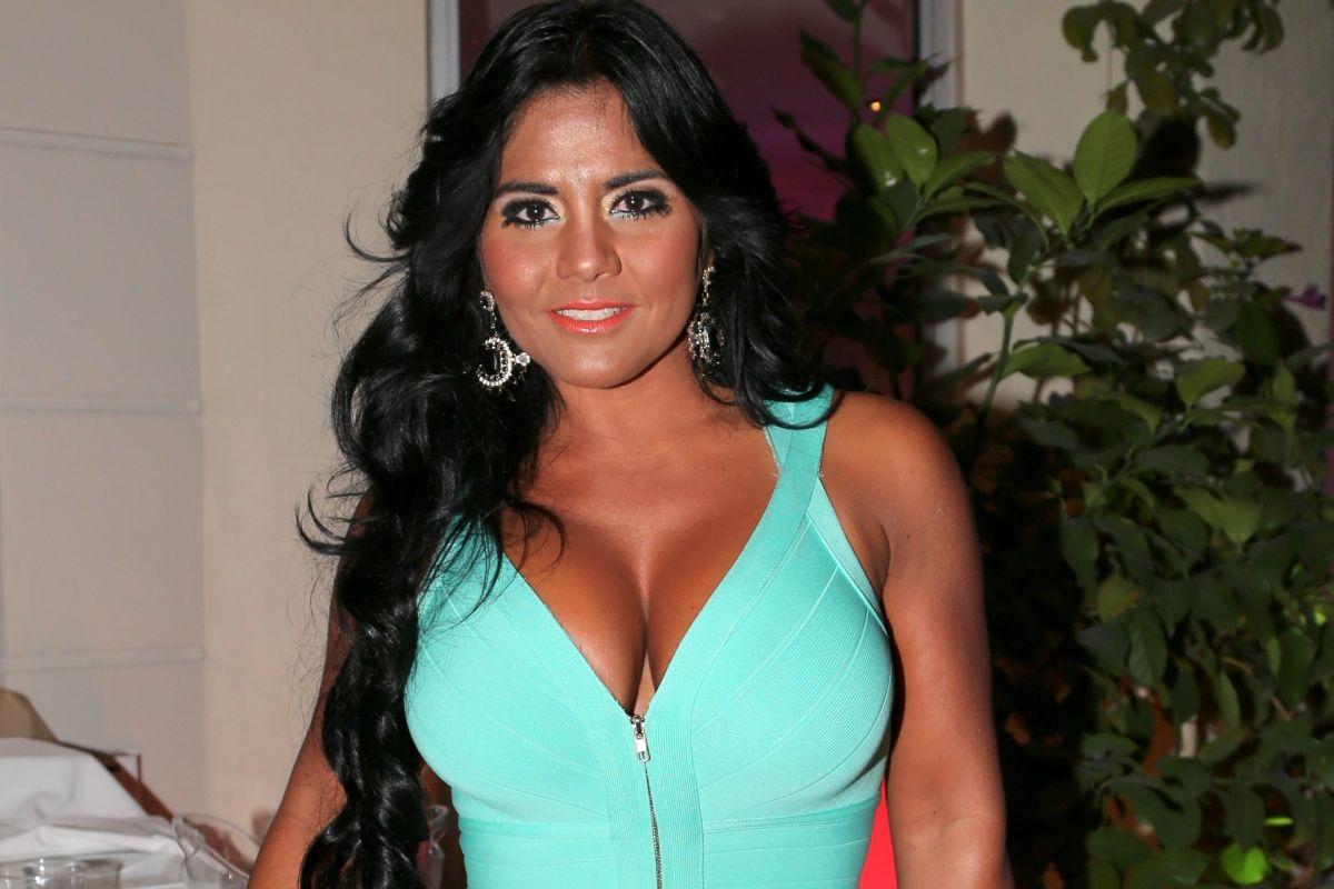 El enterizo de Maripily Rivera se perdió entre sus prominentes encantos