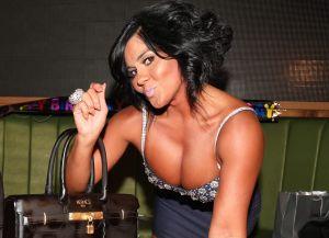Maripily Rivera se retrata de espaldas con tanga navideña y divide opiniones