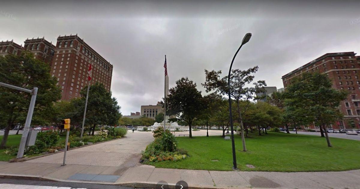 Espantosa muerte de una estilista: auto chocó contra estatua en Nueva York