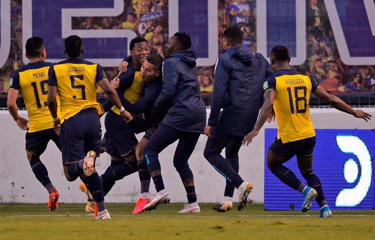 Baile en Quito: La Tri arrolla a Colombia 6-1