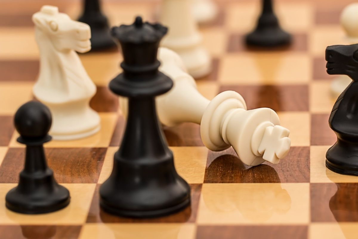Serie de Netflix 'The Queen's Gambit' dispara ventas de juegos de ajedrez
