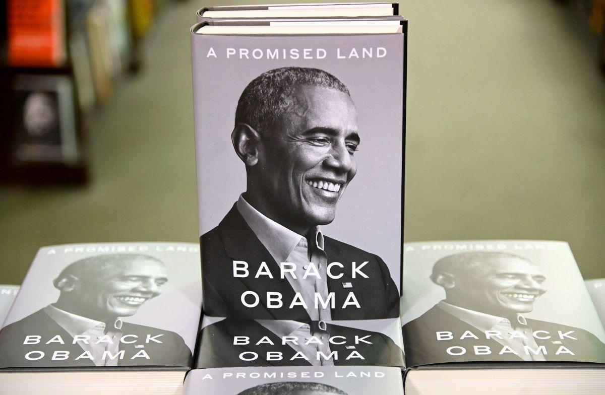 Obama publica libro de memorias y vende 887,000 copias en su primer día