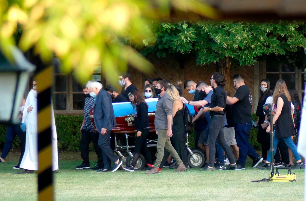 El último adiós: El cuerpo de Maradona ya está en el cementerio