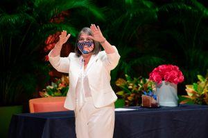 Alcaldesa de Miami se baja el sueldo para ajustarse a las necesidades de la pandemia