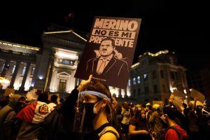 Ola de protestas en Perú deja dos muertos y 100 heridos y pone en jaque al gobierno del presidente Manuel Merino