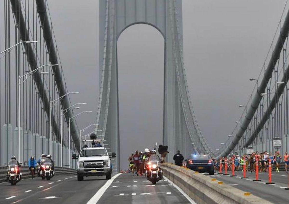 Fuertes vientos doblegaron a Nueva York: colapso, cierres y alertas