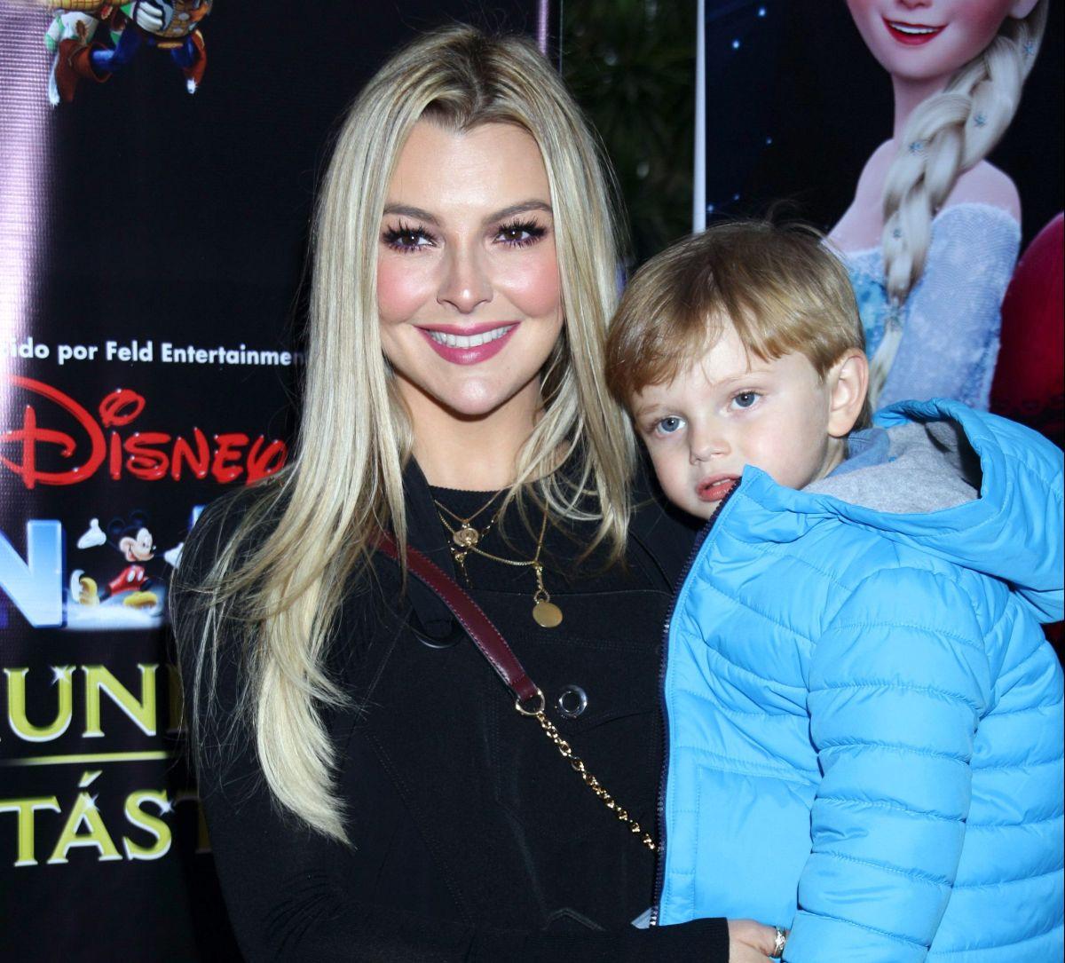 Marjorie de Sousa y su hijo Matías.