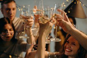 Adolescentes fingen celebrar una boda para poder hacer una fiesta ante restricciones por el coronavirus